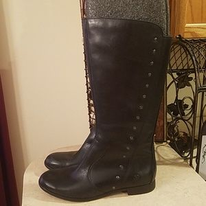 Born leather boots size 8